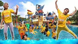Seru banget !!!  Main game air dan berenang di waterpark di acara ZWITSAL KIDS KARNIVAL