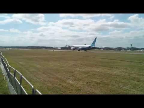 Farnborough 2014 - Boeing 787 Dreamliner Landing 2