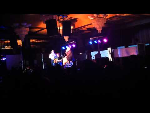 "Matisyahu ""One Day"" duet with random kid from audience"