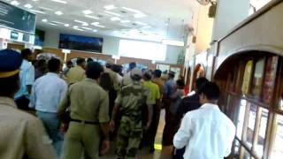 Sharukh Khan at Cochin International Airport.mp4