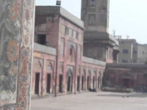 Visit wazir khan mosque one of the seven wonders of Lahore Pakistan with Travel Guide of Pakistan..