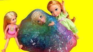 SLIME ! Elsa & Anna todders   Elsa gets Slimed   Prank   Slime stuck on Hair   accident