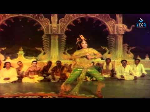 Aadave Andaala Surabhaamini Video Song - Yamagola video