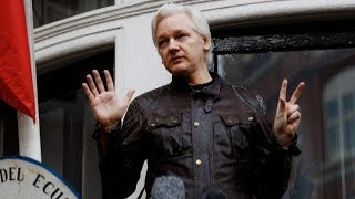 Jeremy Scahill & Glenn Greenwald: Criminalizing WikiLeaks is a Threat to Journalists Everywhere