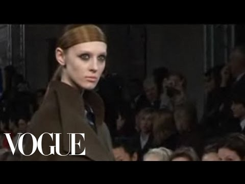 Karl Lagerfeld F/W 2007 - backstage / show - youtube