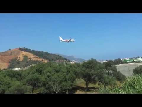 Air Algerie Boeing 737-800 atterrissage à l'aeroport de Bejaia piste 08