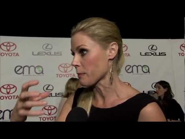 Julie Bowen on the Green Carpet at the 22nd Annual EMA Awards