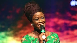 SHOLA ALLYSON MAKES PEOPLE BREAK IN TEARS WHILE PRAISING GOD