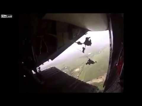 paracaidista del ejercito mexicano se atora en el avion