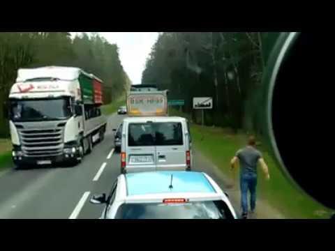 В Польше белорусы выбросили из окна машины мусор на обочину, поляки вернули его им обратно...