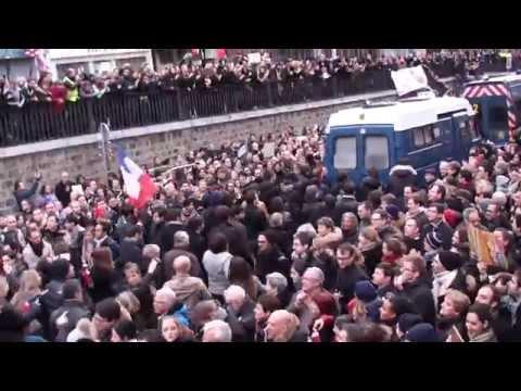 La police ovationnée ! Manifestation Paris 11 janvier 2015
