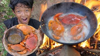 Survival Skills - Yummy cooking crab and eating delicious