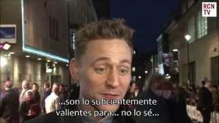 Tom Hiddleston contando un mal chiste (Un chiste muy cruel)