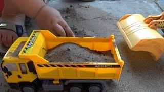 Dump truck toy for children - Đồ chơi trẻ em xe ô tô tải chở cát