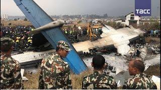 Кадры с места крушения самолета в Непале
