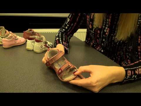 Видео как выбрать первую обувь