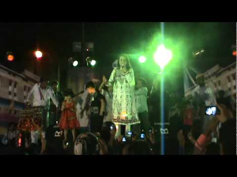 Shazia Khushk Dane Pe Dana And Ho Jama Lo Live  Ramada Karachi 9th Oct 11 video