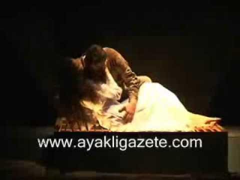 azra akın yavuz bingöl tiyatro oyunu romantik öpüşme.flv
