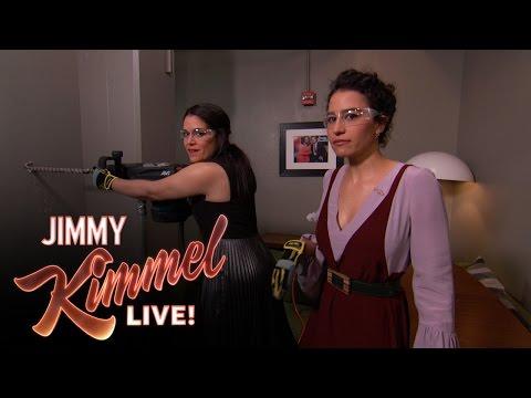 Abbi Jacobson & Ilana Glazer Peek into Chris Hemsworth's Dressing Room
