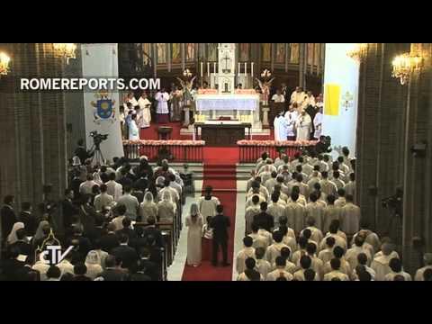 Francisco reza por Irak en la catedral de Seúl