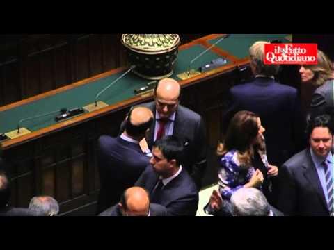 Qurinale, Bersani vota e abbraccia Alfano. Berlusconi vota in ritardo (18/04/2013)
