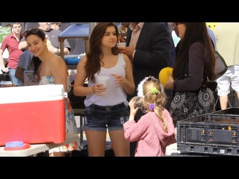 Ariel Winter Shows Off Her Legs While Shopping At Farmers Market With Family
