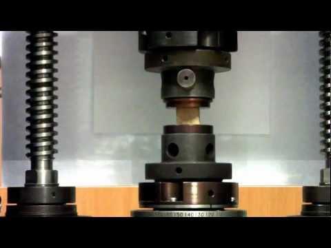 Испытание деревянного образца на сжатие 1