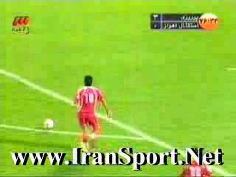 Alireza Vahedi Nikbakht scores Perspolis' third goal against Esteghlal Ahvaz.