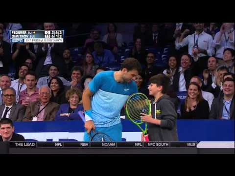 Young Fan Beats Roger Federer On Overhead Lob At MSG Exhibition