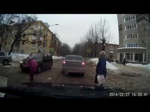 как ненадо переводить детей через дорогу