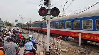 Train SE22 Saigon - Hue passing Ho Chi Minh City (2018)