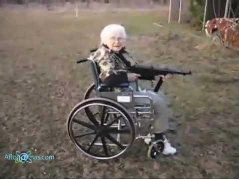 Viejita jalando un cuerno de chivo AK47 Video