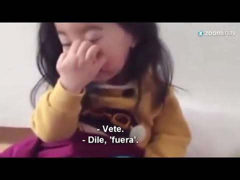 bella niña coreana le dice
