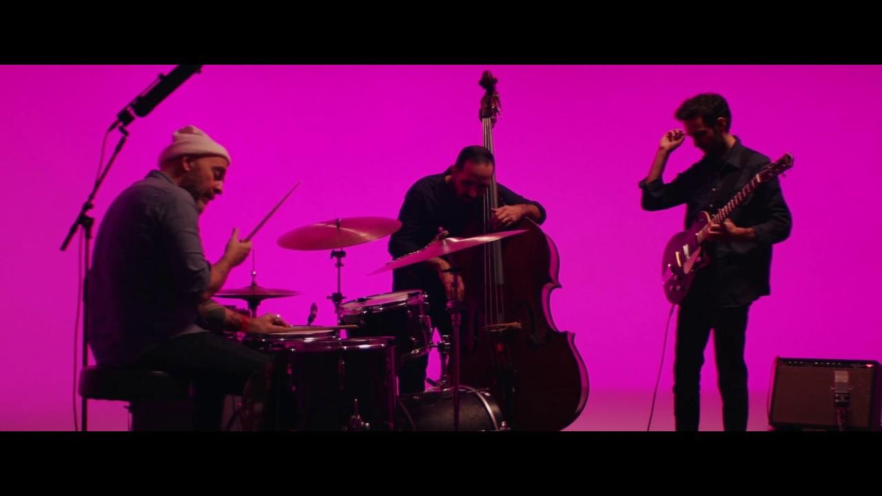 "Julian Lage - ""Lullaby""のMVを公開 新譜「Love Hurts」収録曲 thm Music info Clip"