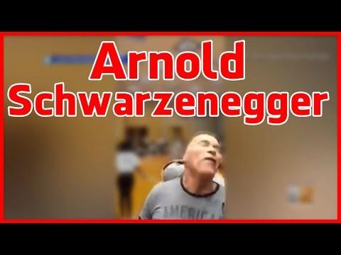 Arnold Schwarzenegger brutal in Rücken getreten - Körpersprache Analyse