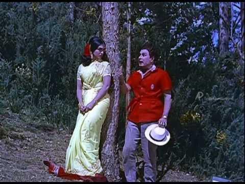 Anbe Vaa - M.g.r Teases Saroja Devi video