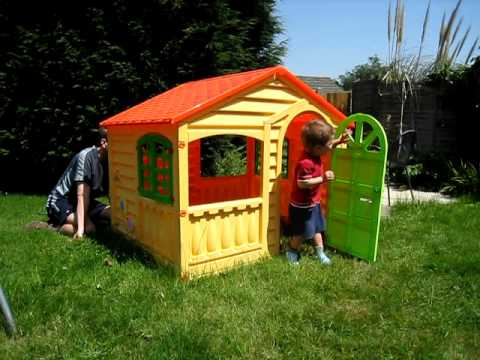 Playing in a toy house story / bermain di sebuah rumah mainan / jugando en una casa de juguete Music Videos