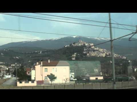 """SONY VIDEO """"Viaggio in Umbria""""  Trevi dal finestrino del Treno 2011."""
