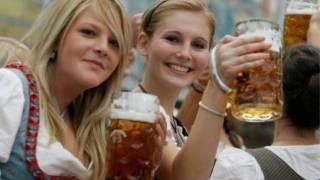 Oktoberfest Mit Der Hochzeitsmarsch, Dirndls Und Bier!