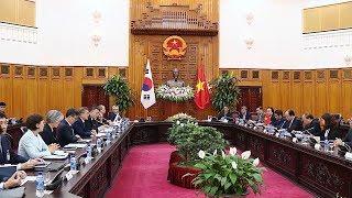 Thủ tướng Nguyễn Xuân Phúc hội kiến Tổng thống Hàn Quốc Moon Jae-in