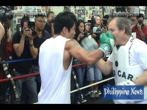 Pacquiao accidentally  punches Roach