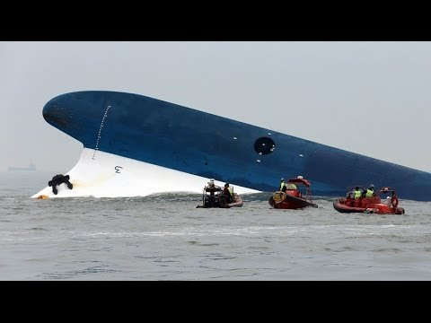 Ferry Disaster: South Korean Ferry Sinks Off Southern Coast; 4 Dead, Hundreds Missing (VIDEO)