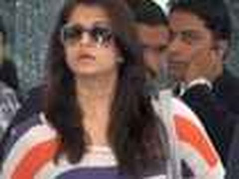 Aishwarya Rai Shows Baby Bump @ Mumbai Airport Music Videos