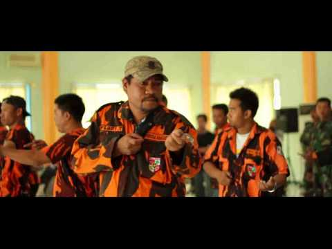 Teatrikal Pertempuran Surabaya di Tugu Pahlawan