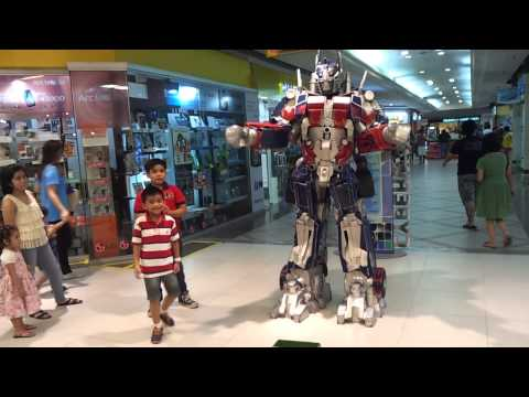 Optimus Prime – Transformers – Cosplay Performer on Festival Mall