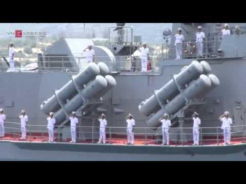 Hải quân Việt Nam phô diễn sức mạnh trên biển Cam Ranh