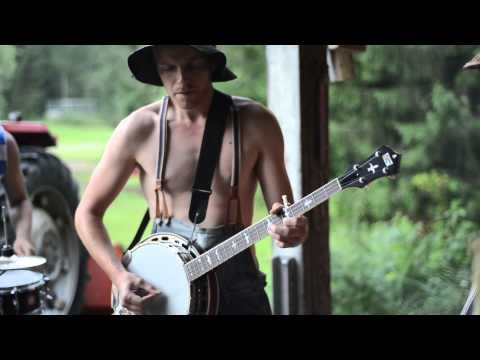 Thumbnail of video Thunderstruck by Steve'n'Seagulls (LIVE)