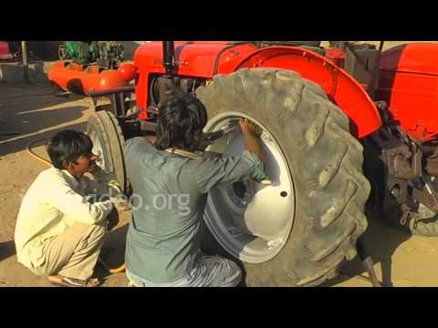 0180 GT11 Tractor tyre changing MP4 ...