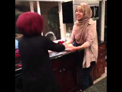Arab women be like Fighting over the dishes