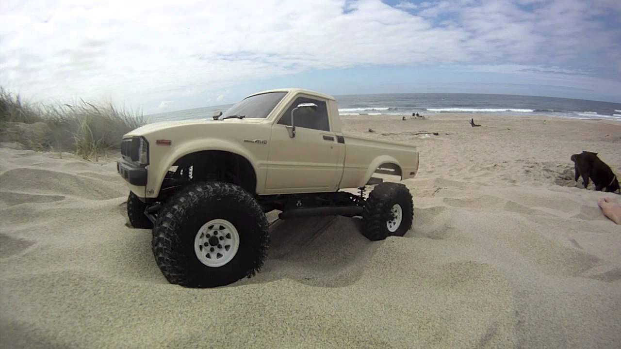 Axial Scx10 Toyota Hilux Beach Crawl Still More Scale Than